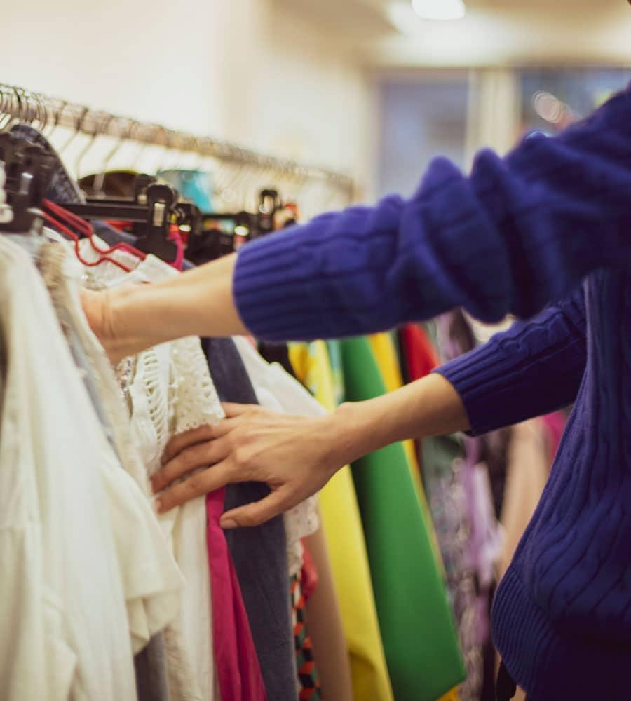 shopping-1148093083-900