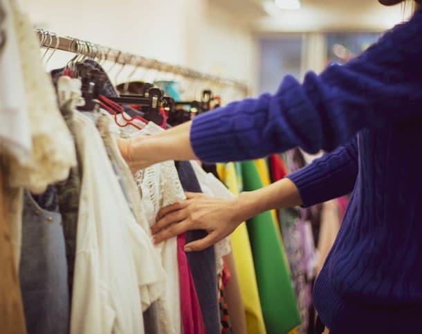 shopping-1148093083
